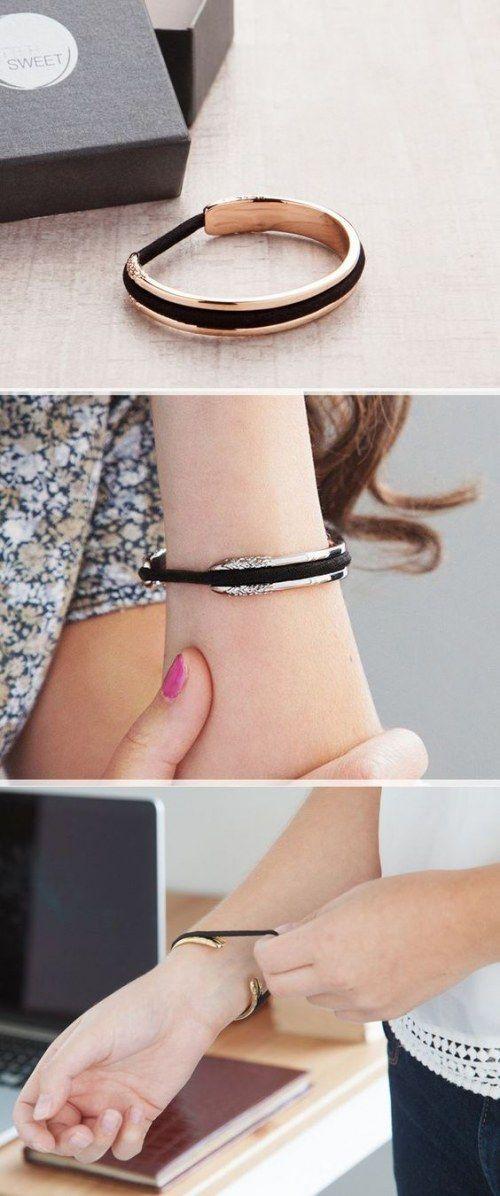 Geniale Idee: Diese stylischen Armreifen sind Haargummi-Halter