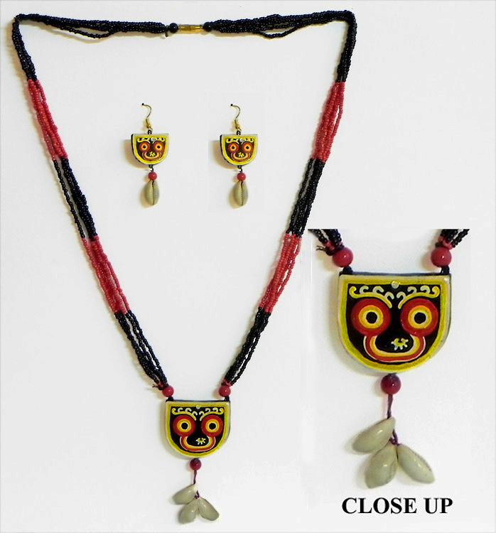 Hand Painted Jagannath Dev on Terracotta Pendant and Earrings with Wooden Bead Necklace (Terracotta and Wood))