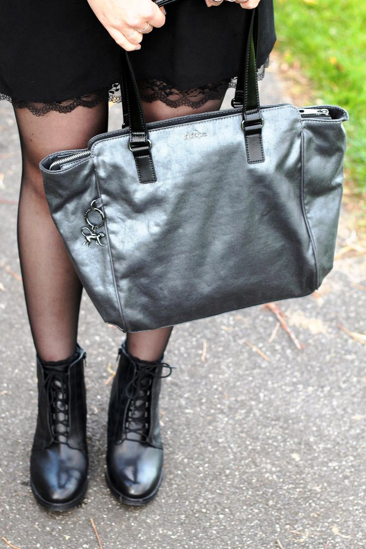 #shewearskipling Kipling metallic tote bag