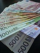 Tarvitsetko nopeaa rahoitusta? Hae meidän kautta pikavippi heti - rahat pankkitilille jopa 15 minuutissa! Katso parhaimmat pikavippiyritykset täältä.