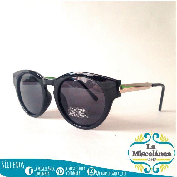 Key Hole Sunglasses! Gafas Negra Key Hole #urbanoutfitters ☀️ porque del solecito, nuestros ojitos tenemos que cuidar!!! Envíos seguros y confiables a todo el país ✈️ Contáctanos whatsapp  3135724122