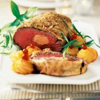 Rôti de biche farci au foie gras - Cuisine et Vins de France. Fait à Noël dernier, à refaire...