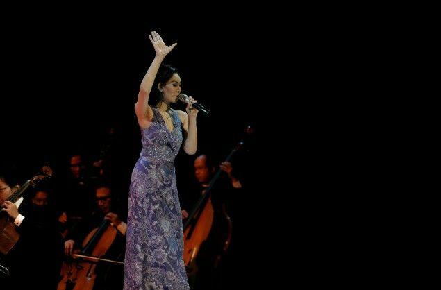 Valentina N. Aman wearing beautiful batik gown by Parang Kencana @SimfoniUntukBangsa2014