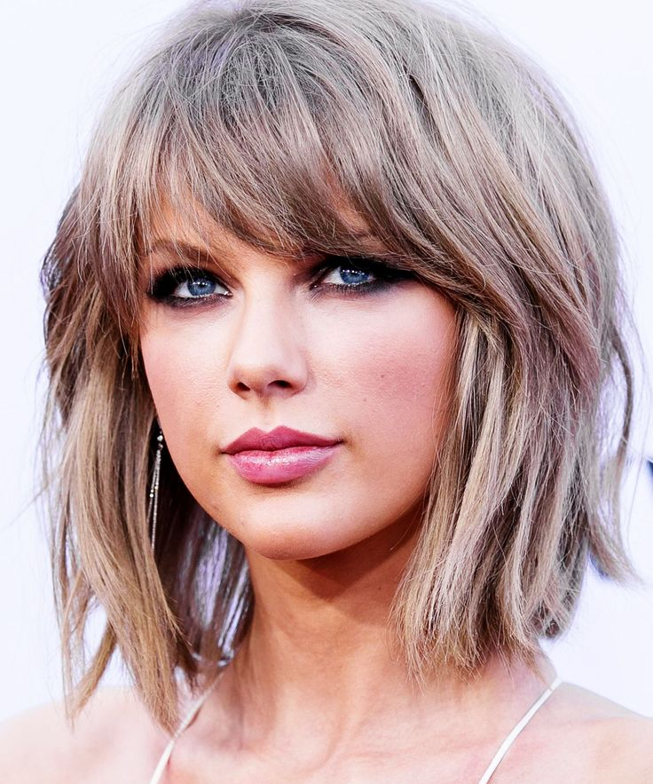 Taylor Swift Hair Cut Grammys 2015 | Taylor Swift cut her hair shorter for the Grammys. #refinery29 http://www.refinery29.com/2016/02/103282/taylor-swift-hair-cut-grammys-2016