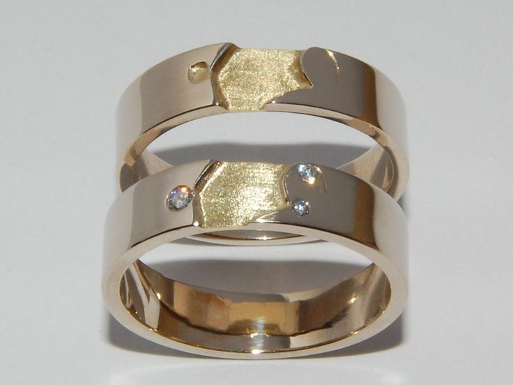 Rings designed with the first letters of the couples names which we detailled in their rings handmade in yellow gold