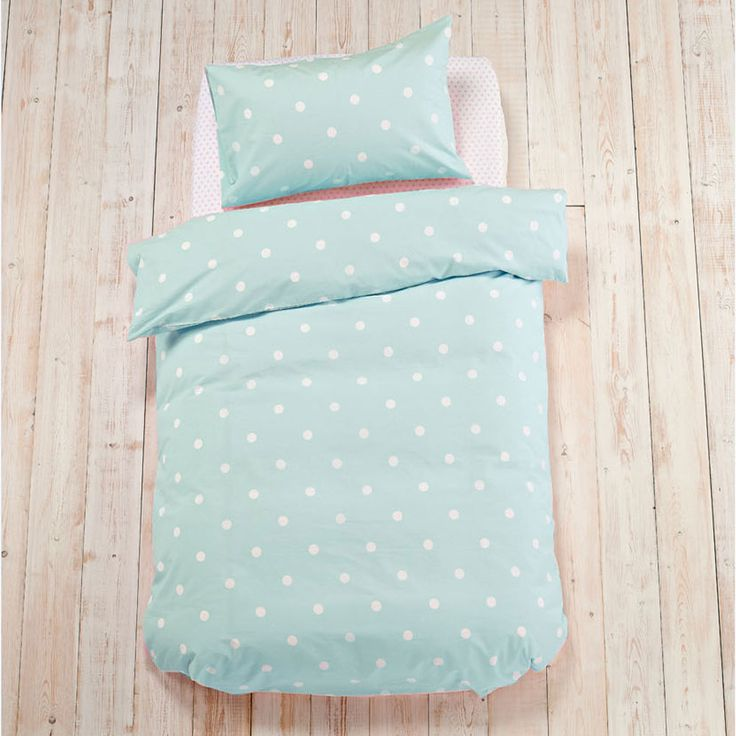 Our beautiful duvet set is perfect for style savvy girls. Timeless duck egg and retro polka dots look perfect in a white washed bedroom. The luxuriously soft, 150 thread count will help them drift effortlessly to sleep. Set consists of 1 x duvet cover and either: 1 x standard pillowcase (single set) or 2 x standard pillowcases (double)