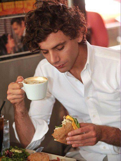 Mika in Korea, wondering what is in that sandwich... :-)