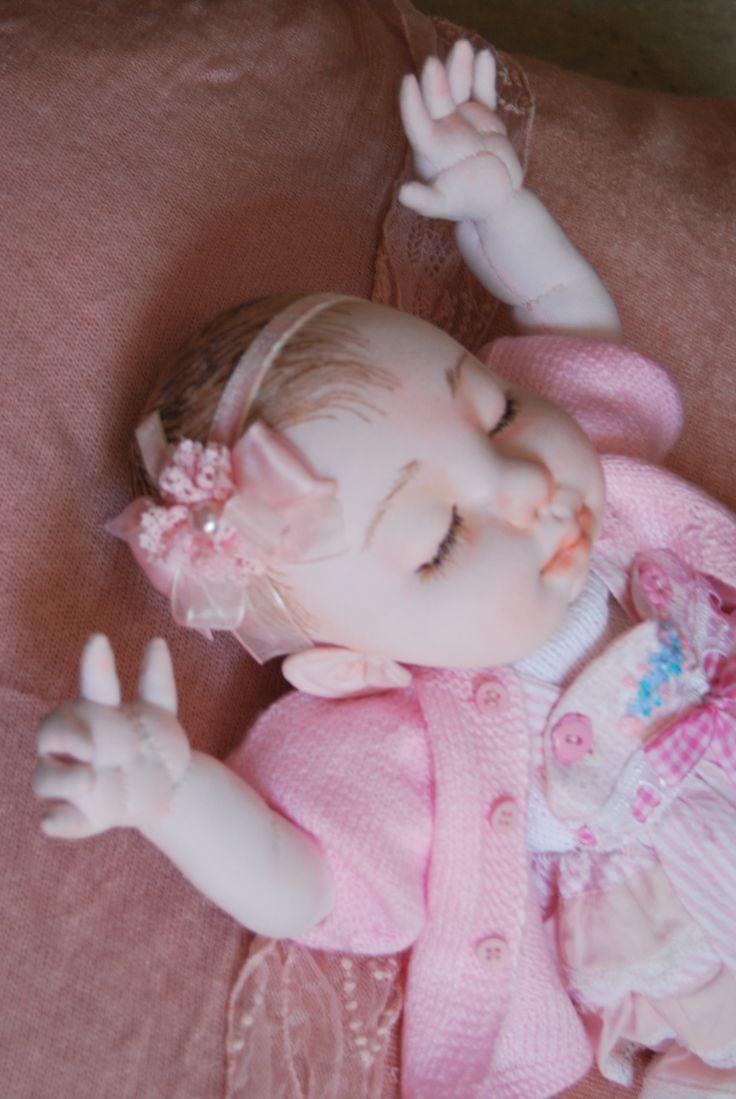 ttps://www.facebook.com/pages/Unique-doll/716952338422506