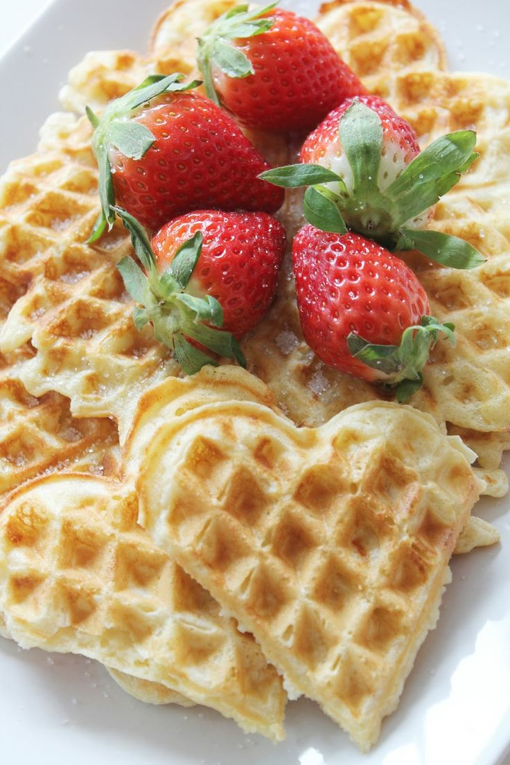 Tonjes Home - a blog about our home, style and beauty: Waffles 'nd strawberries. Waffles. Strawberries. Yummy. Food. Dessert. Vaffel. Jordbær. Vafler.