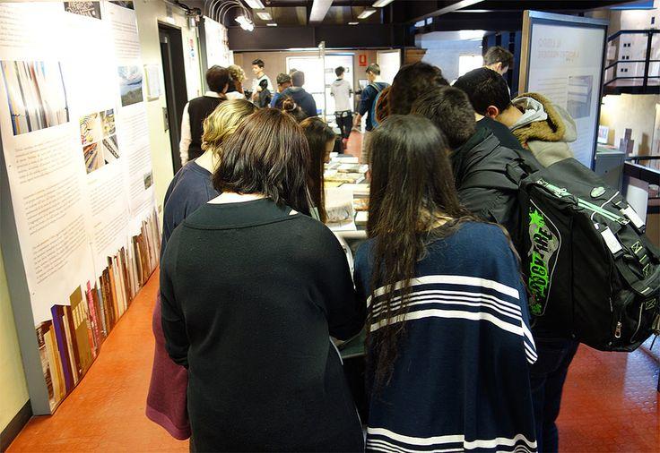 TRIFOLIO. Making books : il valore di essere bottega per musei e gallerie d'arte internazionali | Finalmente si possono sfogliare i libri. Martedì 22 marzo la classe prima di una scuola di grafica è venuta a visitare la mostra