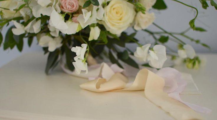 Silk ribbon detail - so beautiful by @katecullenstyle - hope the weather holds until I stop work!!! Enjoy the sunshine everyone! - - - - - #gatherandcurate #gatheringbeauty #underthefloralspell @flowerona #silkribbon #inspiredbynature #inspiredbypetals #embracingtheseasons #bridebook #pursuepretty #ccseasonal #cherishandrelish_august #stylingtheseasons #weekendvibes #weekendflowers #weddingflorist #flowerschool #suffolk #bridalbouquet