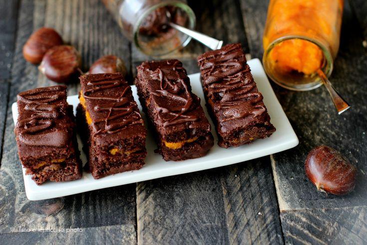 Dei dolcetti autunnali e golosi questi mattoncini al cioccolato con marmellata di zucca e marroni senza burro senza uova con farina semi integrale