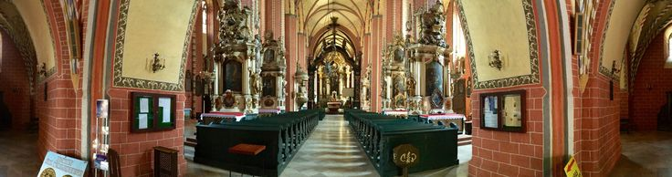 Church of the Assumption of Virgin Mary, Chełmno. Flickr (pastomarko)  The furnishing of the church interior consists of Gothic sculptures and wall paintings and baroque altars and epitaphs from the 17th and 18th centuries.