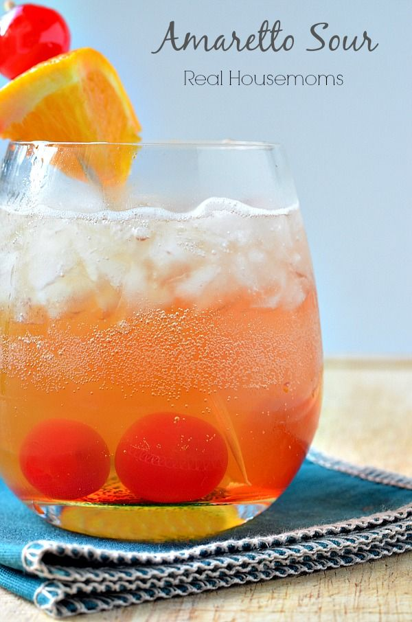 Amaretto Sour | Real Housemoms | This drink is soooooooo good!!!!!! #cocktail #amaretto