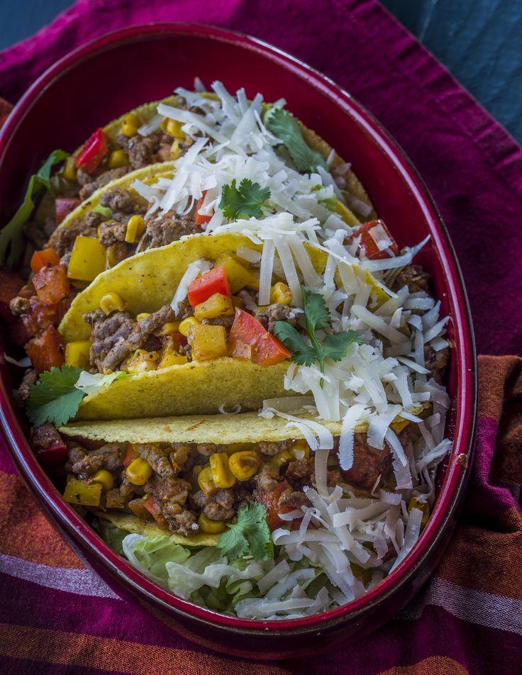 Taco kehely  - chilis marhahús raguval | Egy falat Mexikó, karakteres fűszerek, a távolból szinte hallod a mariachi-k zenéjét, csupán egy valami hibádzik: a kalapod nem törhető taco. De egyet se félj, ez mégsem mese: a csomagban minden finomság helyet kapott, ami egy hamisítatlan mexikói taco kehelyhez kell. Ha szereted a csípős ízeket, mindened a mexikói konyha, akkor ez a finomság kedvenced lesz. Könnyen és gyorsan elkészíthető fogás, amit az egész család szeret. Egészségünkre!