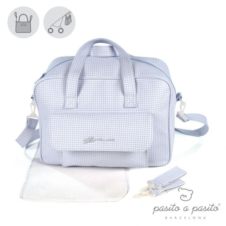 Lichtblauwe met wit geruite luiertas van het Spaanse merk Pasito a Pasito.