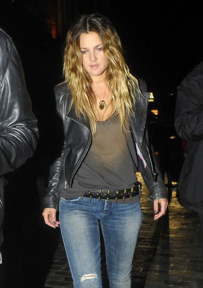 Drew Barrymore - I do t know what I love more- her or that KILLER belt!!!!