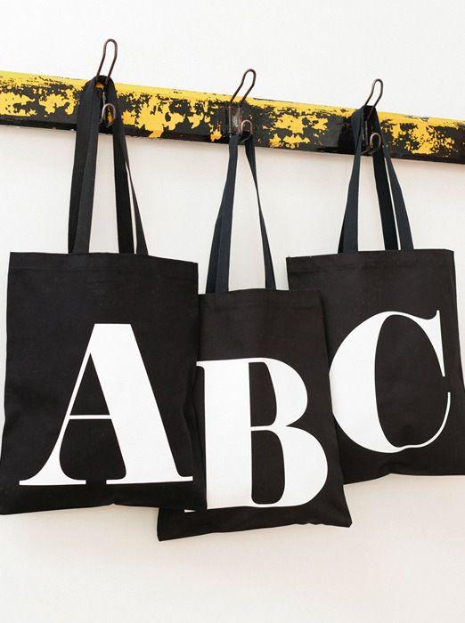 Svarta alfabetsväskor A-Z