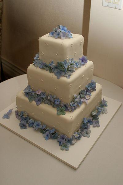 17 Best Ideas About Hydrangea Wedding Cakes On Pinterest