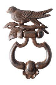 Öntöttvas ajtókopogtató madár mintával. Méretek: magasság: 18 cm szélesség: 14 cm mélység: 4 cmSúlya: 0,7 kg