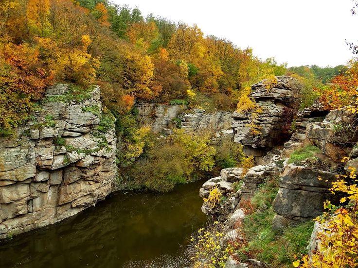 Букский каньон на реке Горный Тикич Буки - кам'яне обличчя, каменное лицо, stone face