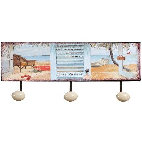 Metalowy wieszak firmy Belldeco, wykończony trzema białymi kulkami z motywem plaży, dzięki któremu nawet w zimne pory roku można przenieść się w ciepły klimat wakacji.