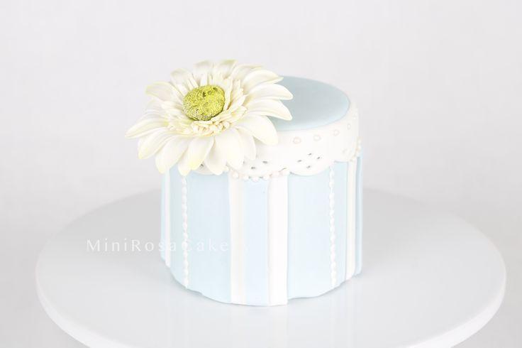 Daisy fondant cake