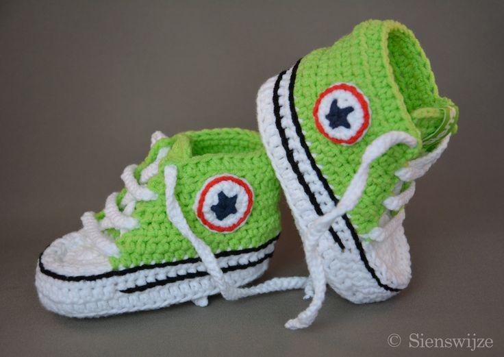 Groene baby Converse sneakers, Gehaakte baby slofjes, Handgemaakte baby schoentjes,  6-12 mnd door Sienswijze op Etsy