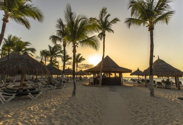 10 cheapest tropical destinations take her to aruba for Cheap tropical places to vacation
