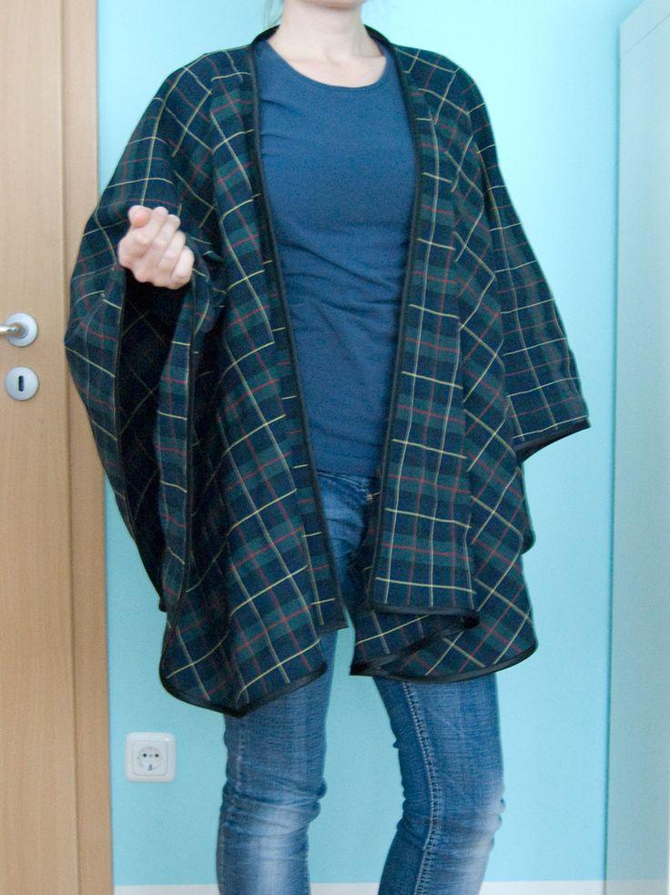 Der Herbst ist da uns schon steigt die Anzahl meiner Klamottenschichten wieder an. Gerade in dieser Übergangszeit hänge ich mir oft einfach einen breiten Schal um, den ich wie ein Cape trage. Zu meine (Diy Shirts Dye)