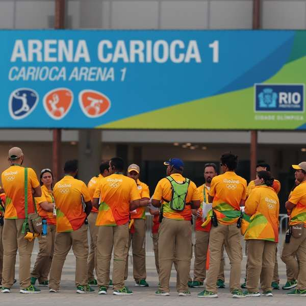 Hora extra e comida fraca: voluntários abandonam a Rio 2016