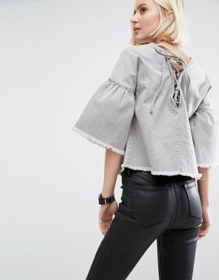 Серый джинсовый топ с расклешенными рукавами и завязкой ASOS