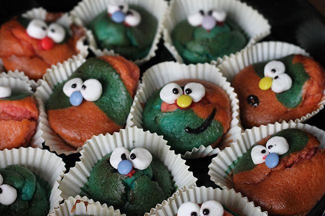 Muffins mit Gesicht für Kinder.