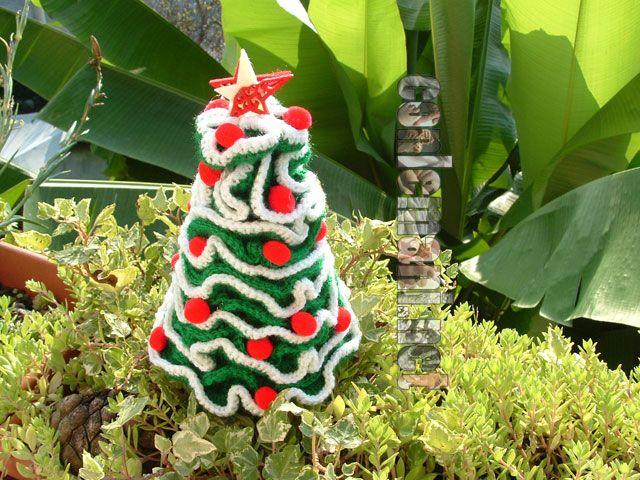 Gli alberi sono addobbati, il cuore è in festa e il Natale sta arrivando: meno SEI!!! #rossonatale #conlemani