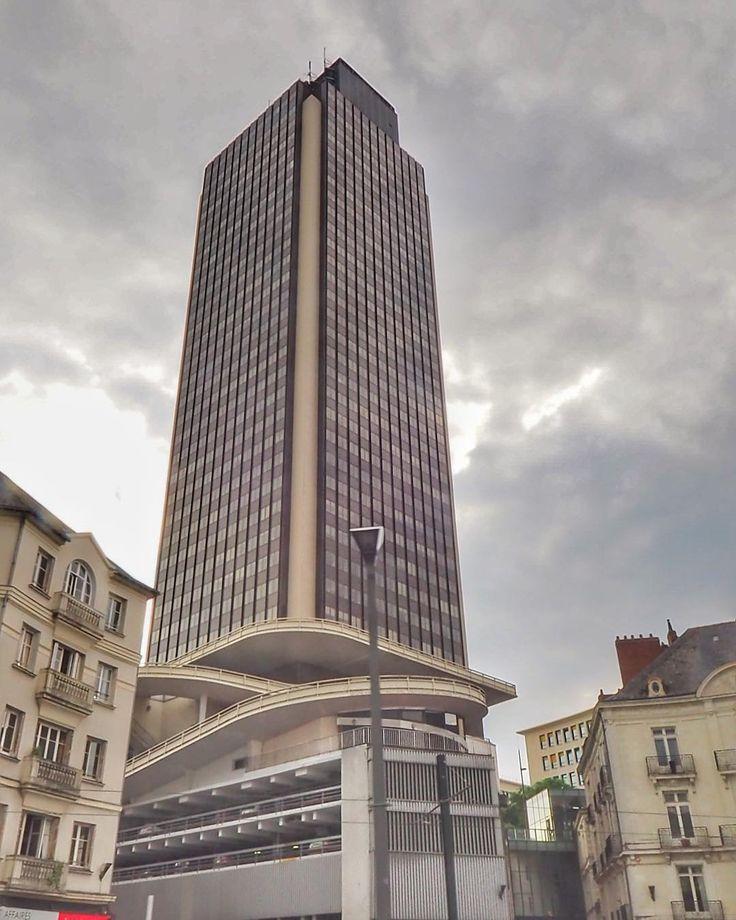 172 vind-ik-leuks, 1 reacties - Pascale 💫 (@halluci_nantes) op Instagram: 'Jouer les touristes dans sa ville en #citytournantes  1h15 en bus décapotable pour découvrir ou…'