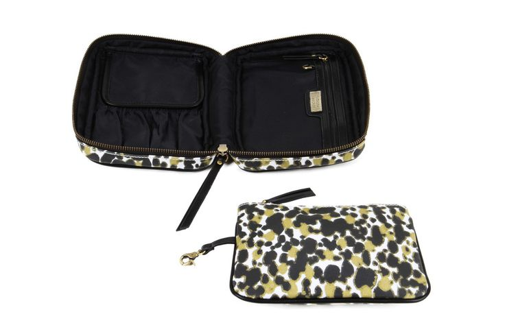 Palais Avion Cosmetic Case http://www.hudsonandbleecker.com/collections/cosmetic-cases/products/cosmetic-bags-palais