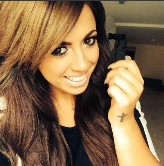 Holly Hagan <3 Love her and her hair colour!!
