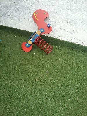εδώ στο νότο: Κι άλλο χαλασμένο παιχνίδι στην παιδική χαρά Διγεν...