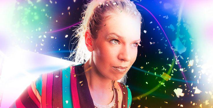 """""""Geschichten mit Beat"""" - Bisschen HipHop, bisschen Electro, bisschen Neue Deutsche Welle - die Berlinerin DeFranzy hat die musikalischen Zutaten für ihr Album """"Geschichten mit Beat"""" originell gemischt."""