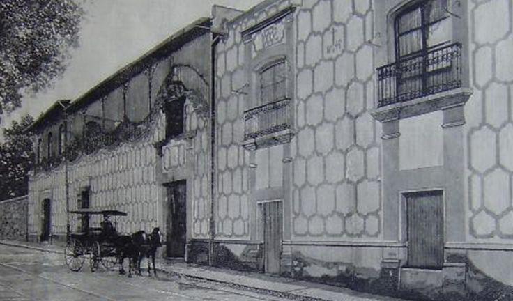 Muchas de las casas históricas de la Ciudad de México son propiedades privadas a las que es muy difícil tener acceso, por eso, es una suerte que la casa en la que vivió un Premio Nobel se haya transformado en un espacio cultural abierto a todo el público. Hablamos de la Casa Alvarado, en la …