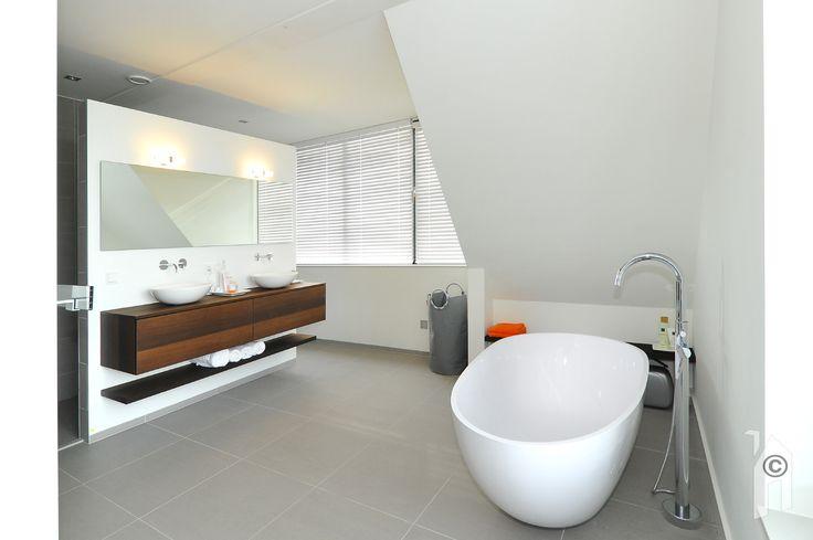 Een fraaie badkamer op de verdieping