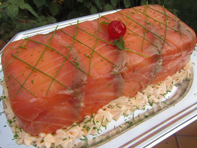 Un delicioso pastel de salmón y langostinos , fácil y para degustar en cualquier celebración.  Cocina tradicional .