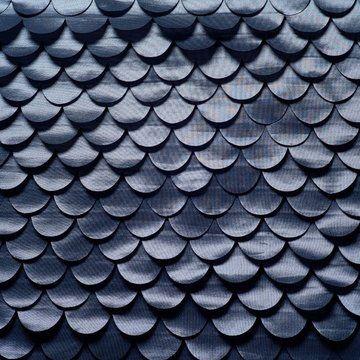 Des écailles de sirène ? Non, un tissu en taffetas avec découpes laser en polyester effet sirène. Référence 170 001, 323 ¤ le m en 140 cm de large, Élitis.