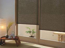 自然素材のロールカーテンで、光を調節