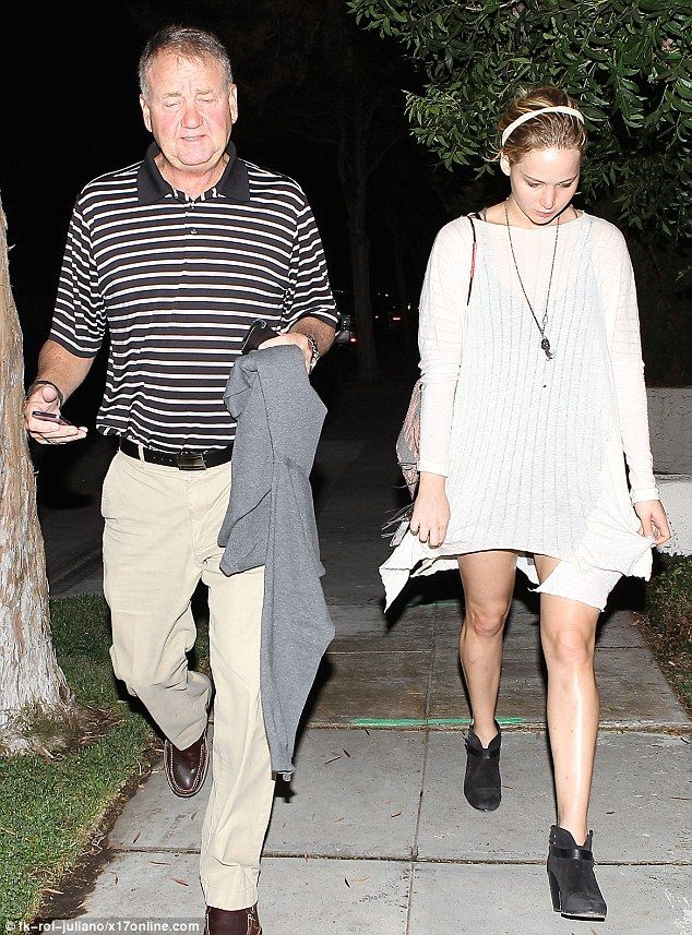Jennifer lawrwnce goes to dinner with her father after her split with chris martin