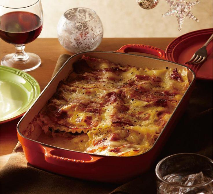 【たっぷり野菜のカルボナーラ風ラザニア】 週末は熱々のオーブン料理にチャレンジしてみていかがでしょうか。スパゲッティで人気のカルボナーラをラザニアにアレンジ。たっぷり作れるので大人数でのシェアにおすすめです。 http://ow.ly/rvc6S
