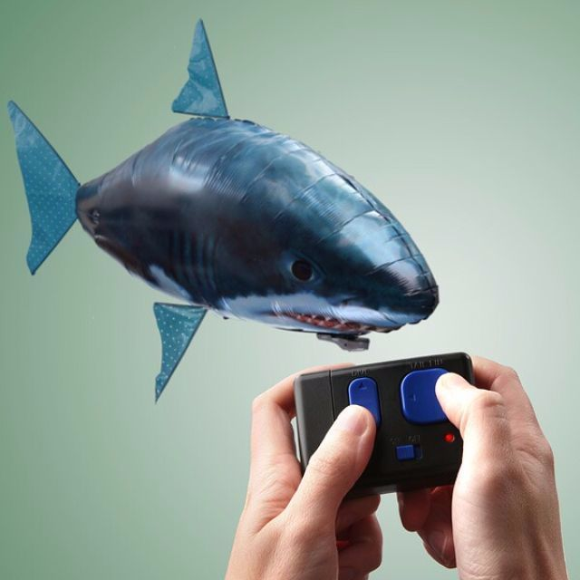 Air Swimming Fish atau flying fish, Mainan ikan yang dapat berenang di udara dengan sangat halus dan hidup sepeti ikan sungguhan seru dan unik menggunakan remote control sehingga dapat bergerak ke segala arah.Ikan diisi dengan helium terlebih dahulu, badan ikan terbuat dari nylon kualitas tinggi sehingga helium bisa bertahan selama berminggu-minggu. khusus dimainkan di dalam ruangan, dapat dimainkan oleh anak-anak dan dewasa.Product Detail:Variant : Shark,ClownfishVolume Pengiriman : 1…