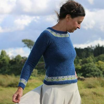 In this exciting new book, writer and designer Kate Davies unravels the tale of one of the Twentieth Century's most distinctive sweater styles - the circular yo