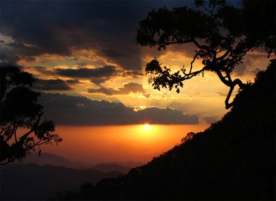 """Nature Photography: Tips for Great Cloudy Day Photos – PictureCorrect. Author: Andrew Goodall. Photo: """"Sunset from Zomba"""" captured by David Hobcote. http://www.picturecorrect.com/tips/nature-photography-tips-for-cloudy-day-photos/"""