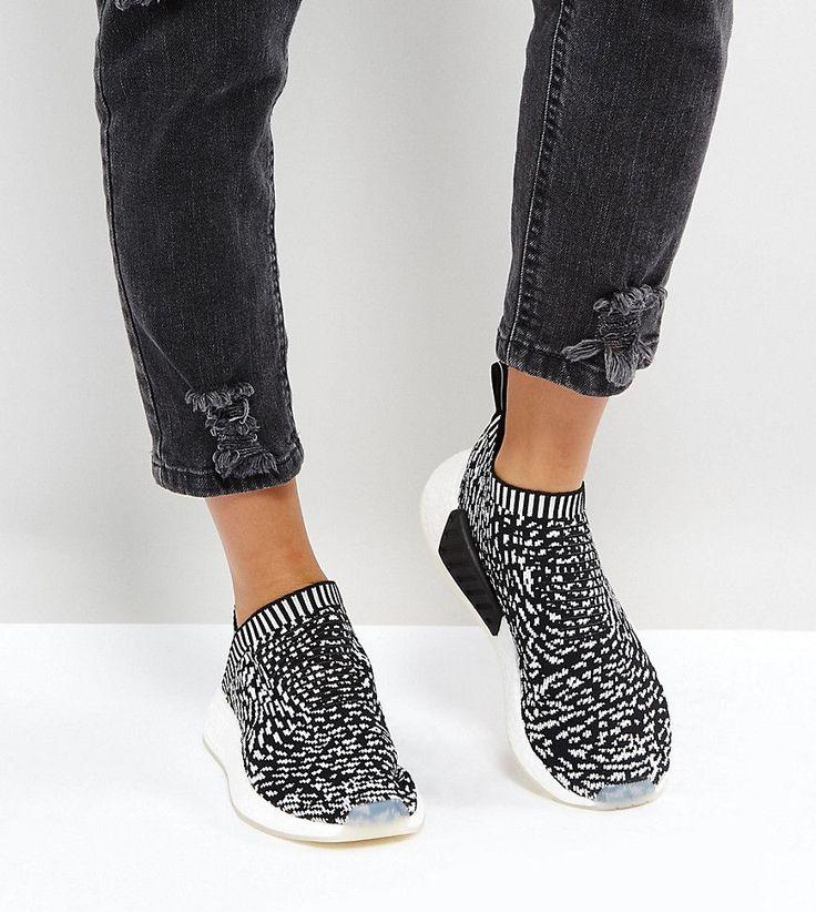 ¡Consigue este tipo de deportivas de Adidas ahora! Haz clic para ver los detalles. Envíos gratis a toda España. Zapatillas de deporte en blanco y negro NMD Cs2 de adidas Originals: Zapatillas de deporte de adidas, Empeine ligero Primeknit, Diseño tipo calcetín que envuelve el pie, Sin cierres, Amortiguación BOOST para mayor comodidad, Lengüeta de la firma NMD, Suela exterior de goma, Dibujo moldeado, Limpiar con un paño húmedo, Exterior: 100% textil. Con una historia que se remonta a...